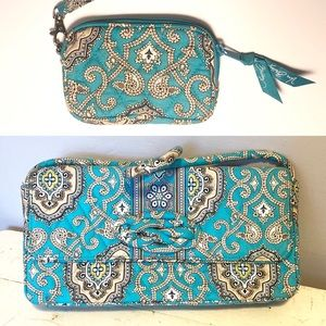 Vera Bradley Turquoise Purse. Great Gift 🎁